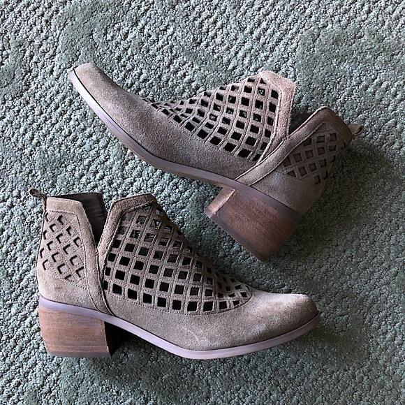Women's Crown Vintage Ankle Booties size 8 1/2